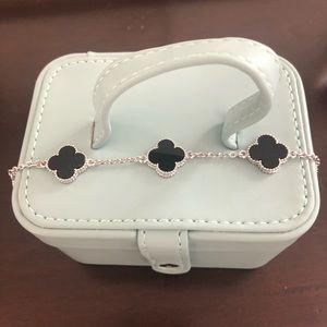 Jewelry - 4 leaf clover bracelet in onyx